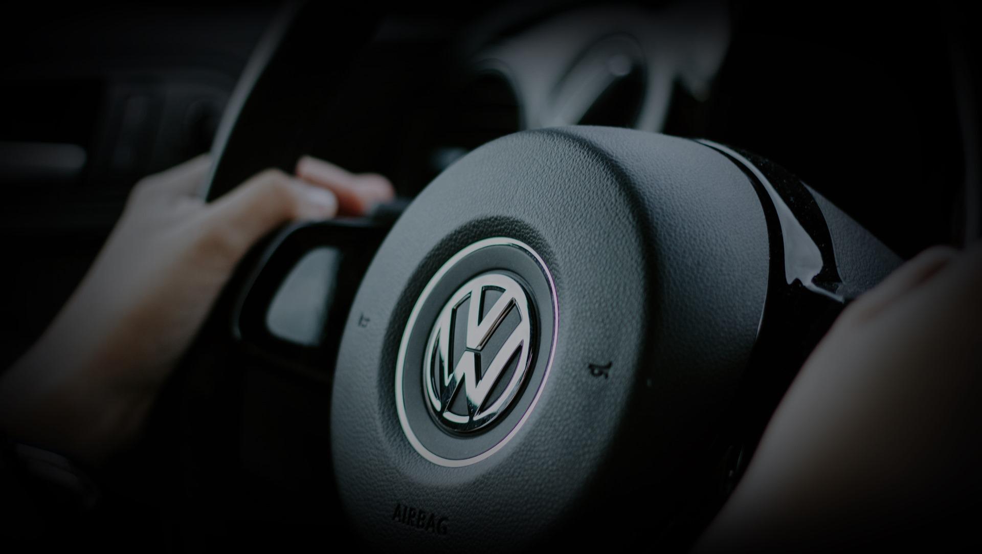 VW Gebrauchtwagen kaufen 24837 Autohaus Schleswig Jordt Volkswagen Neuwagen Lenkrad hd
